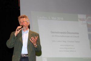Franz Galler begrüßt stolz 335 Gäste in dre voll besetzten Laufener Salzachhalle